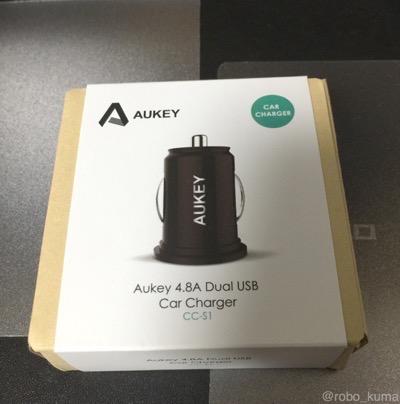 車のシガーソケットで充電。『Aukey 4.8A/24W カーチャージャー 車載充電器 超小型USB2ポートタイプ』購入。