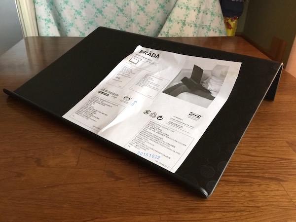 iPad Pro 12.9インチに丁度よいです(^O^) IKEA『BRADA ラップトップサポート,ブラック(40165466)』
