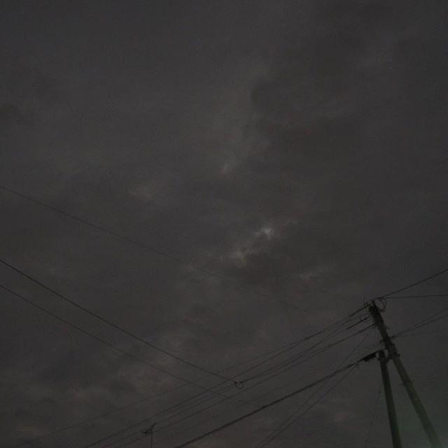 今年(2016年)の中秋の名月は雲が厚く小雨で見えない(´・ω・`)