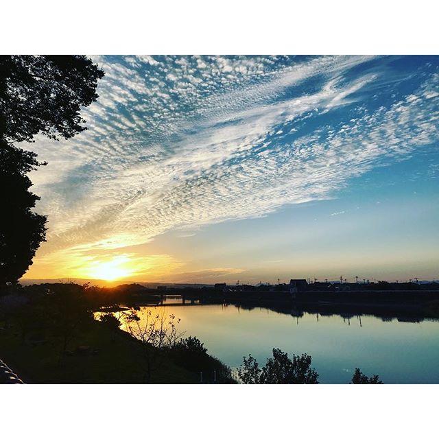 【今日の夕焼け】久々に青空、秋の夕焼けです。 #夕焼け #雲
