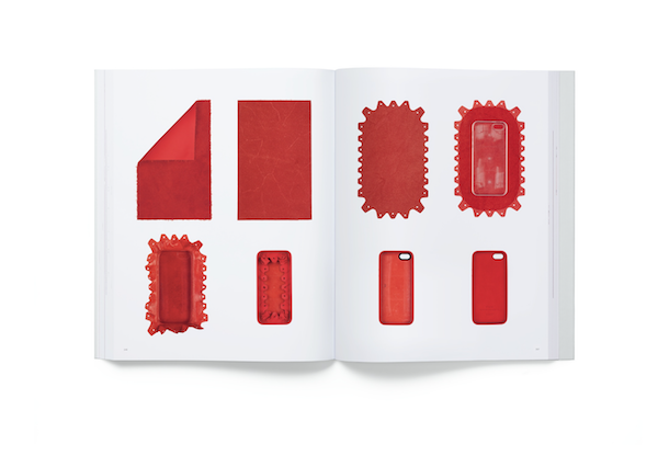 Apple『Designed by Apple in California』を発売。20年間のデザインを記録した本です。