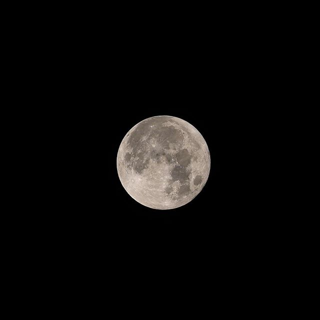今年最初の満月。2017年1月13日午前4時。寒い(^^;) #満月