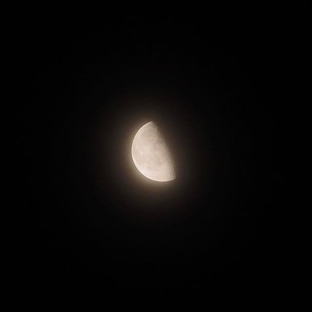 明け方の朧月。#20170119