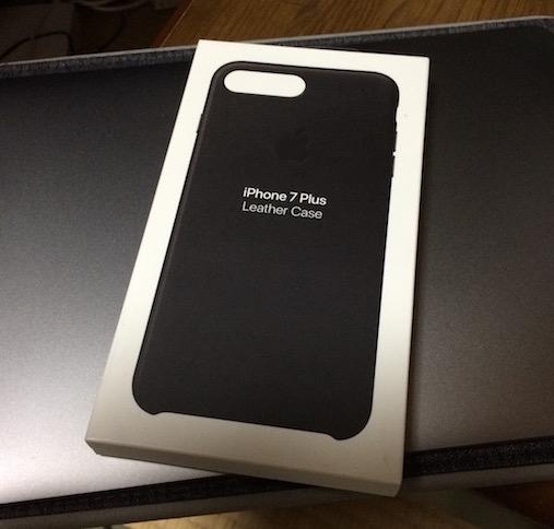 【iPhone 7 Plus】 ケース、『Apple iPhone 7 Plusレザーケース – ブラック』を購入。見た目がハズレ品w。
