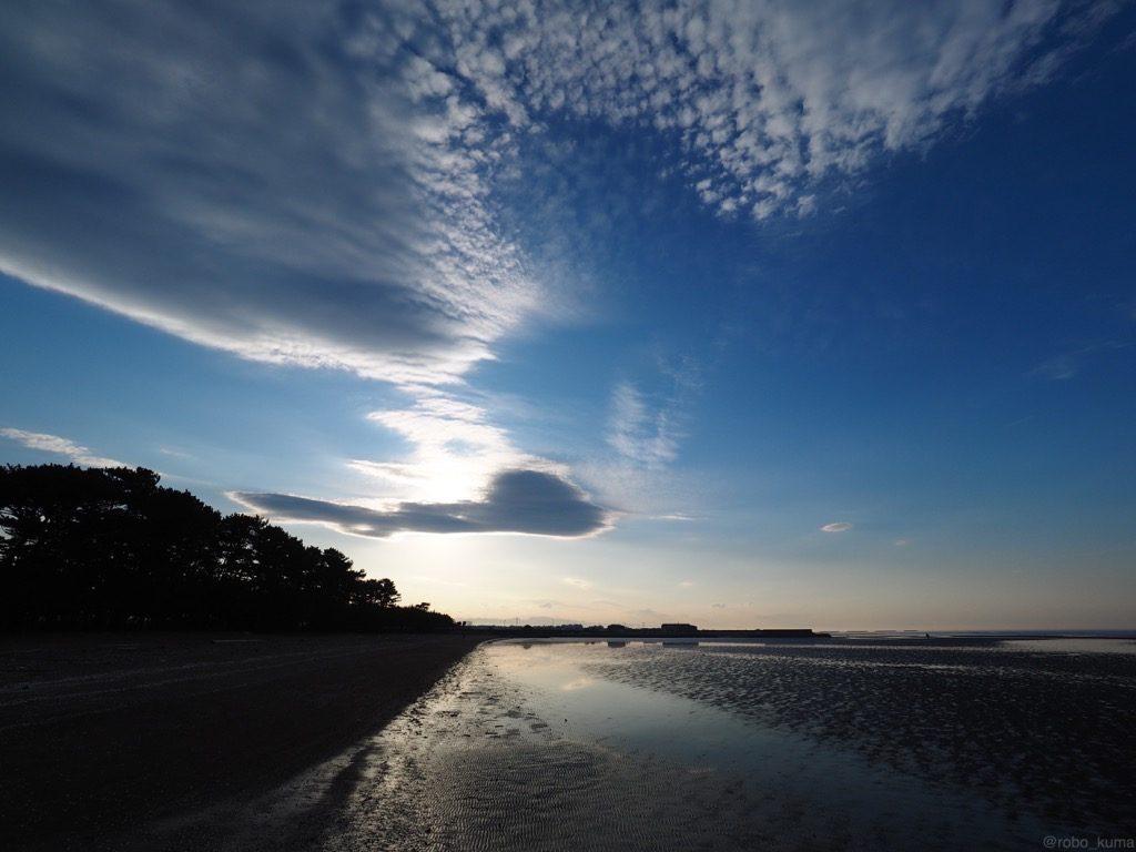 【写真】大分県宇佐市宇佐市和間海浜公園。うろこ雲と干潟。