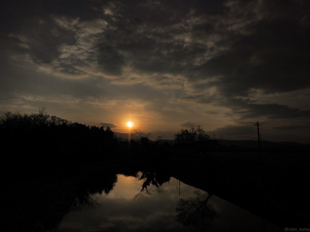【写真】 寒の戻り前の夕焼け。