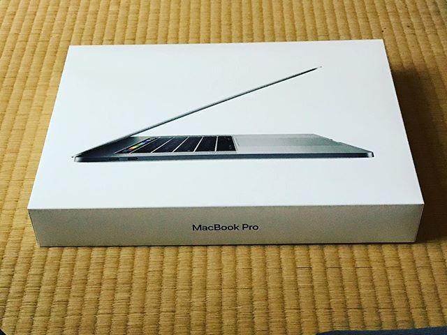 買ってしまった(^o^)。MacBook Pro 15inch 2017。さて、どうしよう?(色々と)