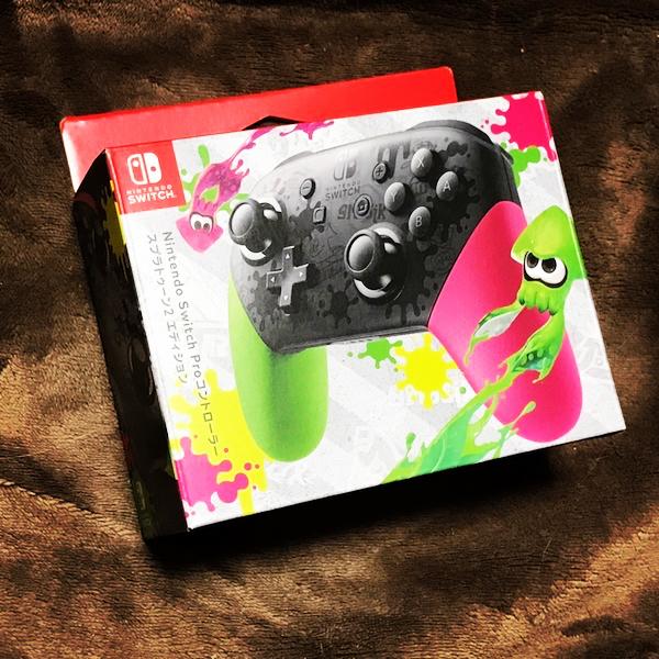 我慢出来ずに買っちゃった( ´艸`)。「Nintendo Switch Proコントローラー スプラトゥーン2エディション」