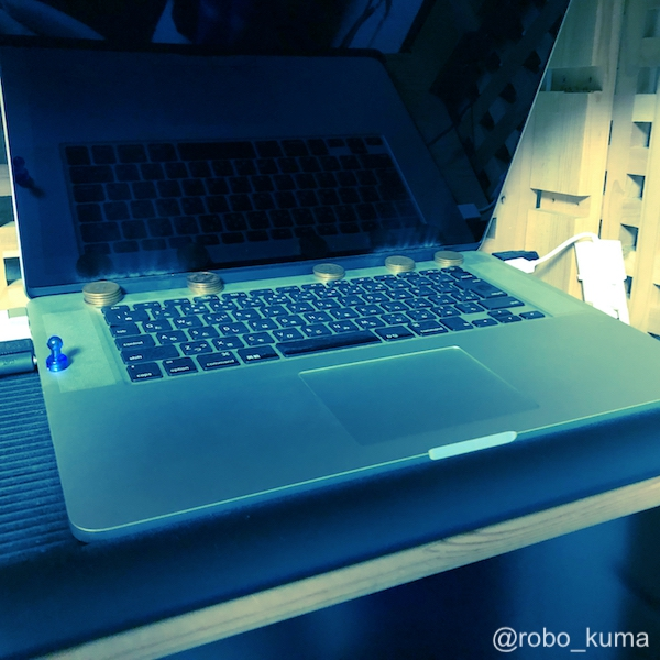 暑い夏が始まりました。MacBook Proを190円で冷却です(*`・ω・)ゞ。