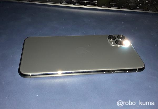 「iPhone 11」はライトを付けると本体がヒカル? 「iPhone 11 Pro Max」では? 検証。