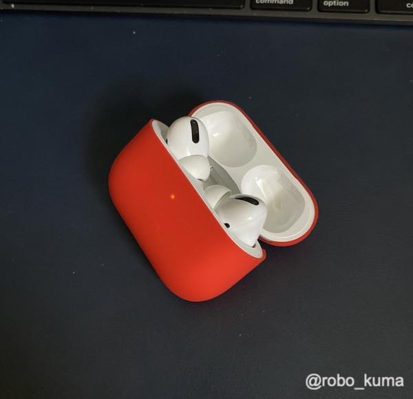「AirPods Pro」ケースの保護用にシリコンケースを購入。滑りにくく、薄くてサイズはピッタリ。