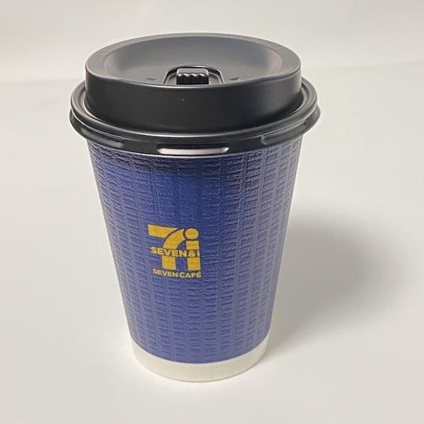 セブン-イレブン「セブンカフェ 高級キリマンジャロブランド」販売しです。カップが青い! 高級キリマンジャロブレンド(●°ᆺ°●)