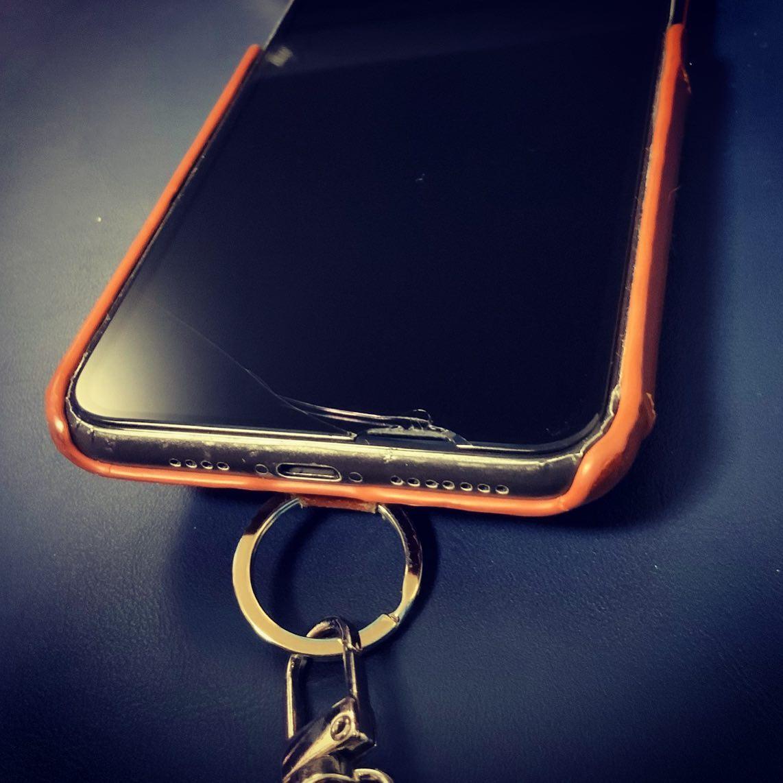 よく割るw。保護ガラスなので一応問題は無いけど。(iPhone 11 Pro Max)