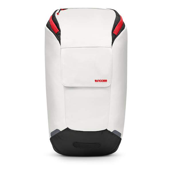 Apple Store Online、「Incase Range Backpack」を2,800円(税別)の格安で販売中。多分在庫処分。