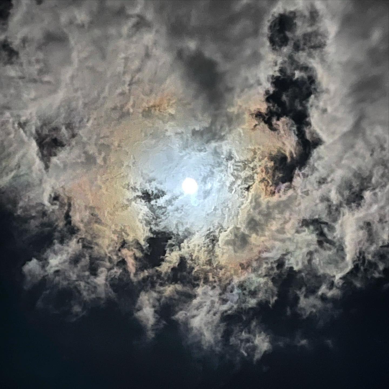 11月最後の満月ビーバームーン。(iPhone 12 Pro Max 望遠 ナイトモード)