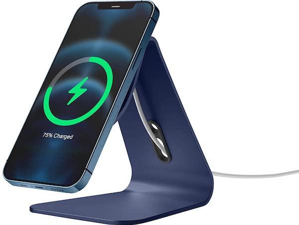 【elago】 MagSafe スタンド 2種類の販売開始。アルミ製でシンプル、iPhone 12 をiMac風に充電できるスタンドです。
