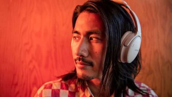 Bose 「Bose QuietComfort 45 headphones」を発表。米国で9月23日に発売。定番のワイヤレスヘッドホンに外音取り込みが追加です。